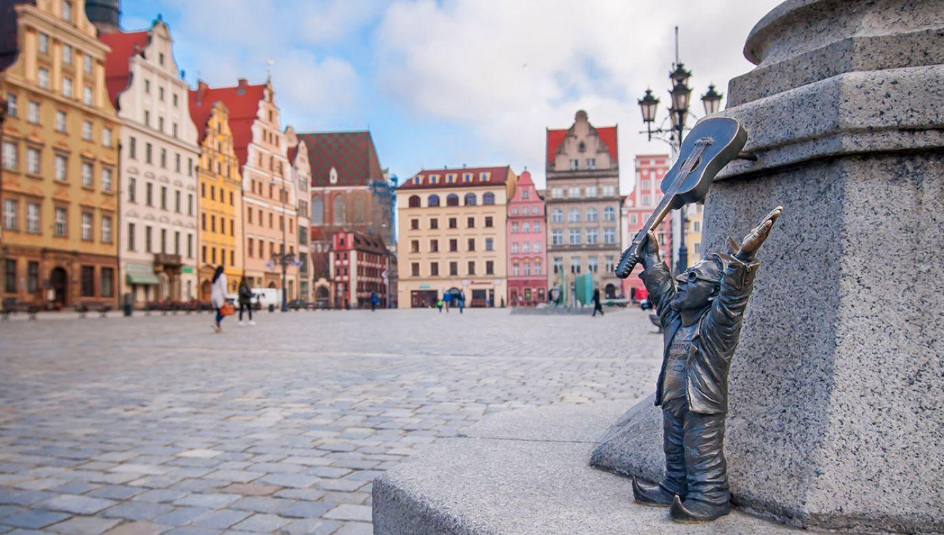 """Piotr Gliński powiedział, że Dolny Śląsk """"jest taką skarbnicą zabytków w skali kraju, dlatego otrzymuje największe dotacje w skali kraju"""" (fot. Shutterstock/Emeryk III)"""