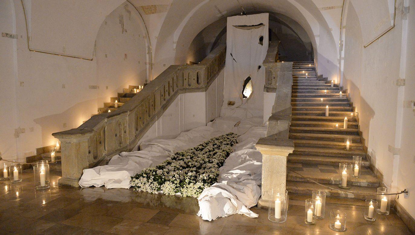 W grocie w kościele oo. Pijarów w czasie Wielkanocy urządzany jest grób Pański (fot. arch.PAP/Jacek Bednarczyk)