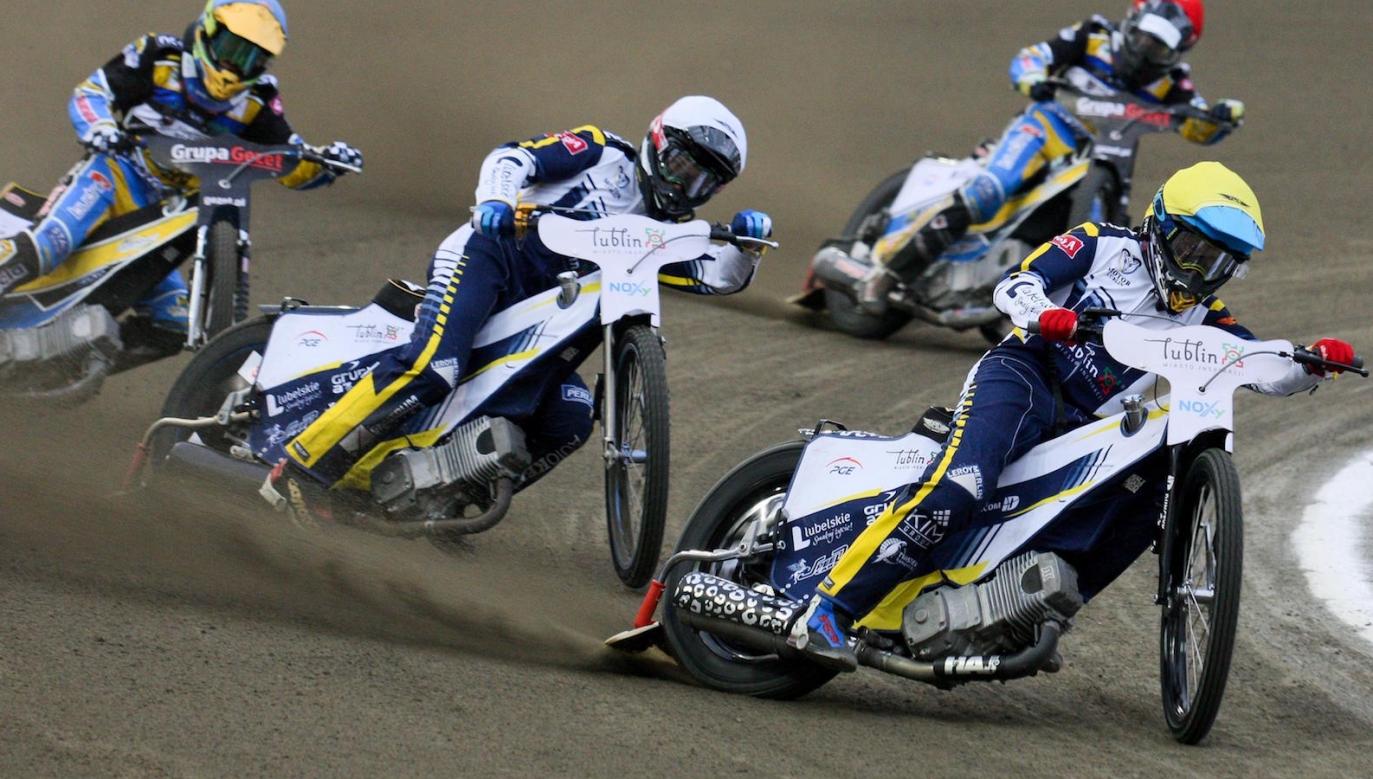 Wiktor Lampart i Wiktor Trofimow jr. na prowadzeniu w meczu w Gorzowie (fot. PAP)