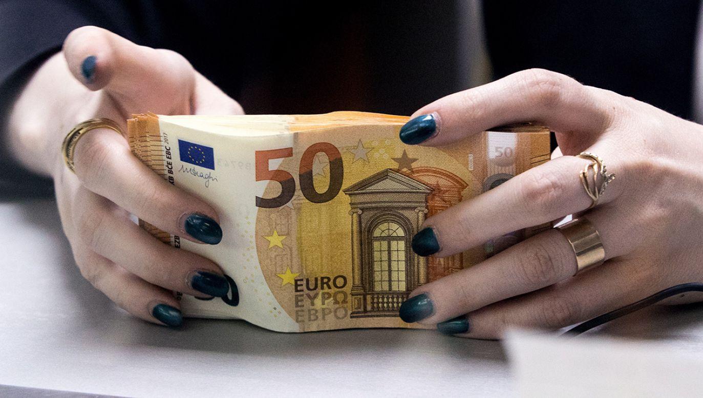 Związek Przedsiębiorców i Pracodawców przeanalizował możliwe zyski i straty dołączenia do wspólnej waluty (fot.  Sergei Bobylev\TASS/Getty Images)
