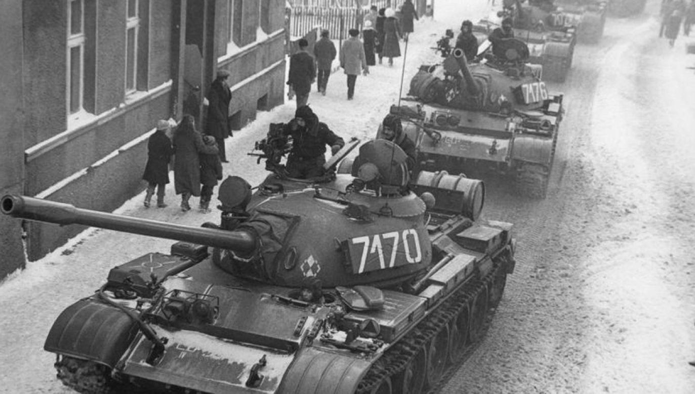 13 grudnia 1981 r. czołgi wyjechały na ulice miast (fot. J. Żołnierkiewicz)