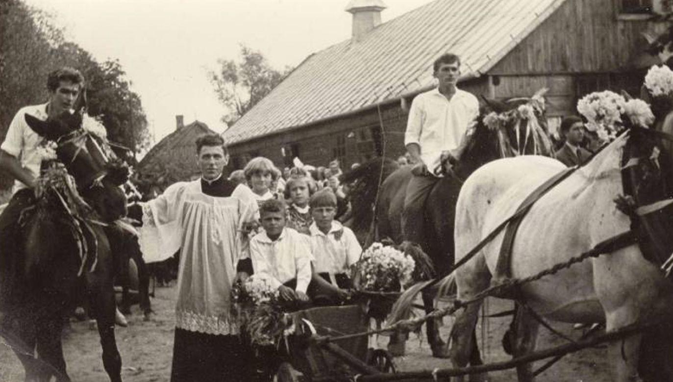"""Ks. Roman Kotlarz posługiwał na parafii w Pelagowie k. Radomia. Później właśnie tu nachodzili go """"nieznani sprawcy"""" (fot. czerwiec76.ipn.gov.pl)"""