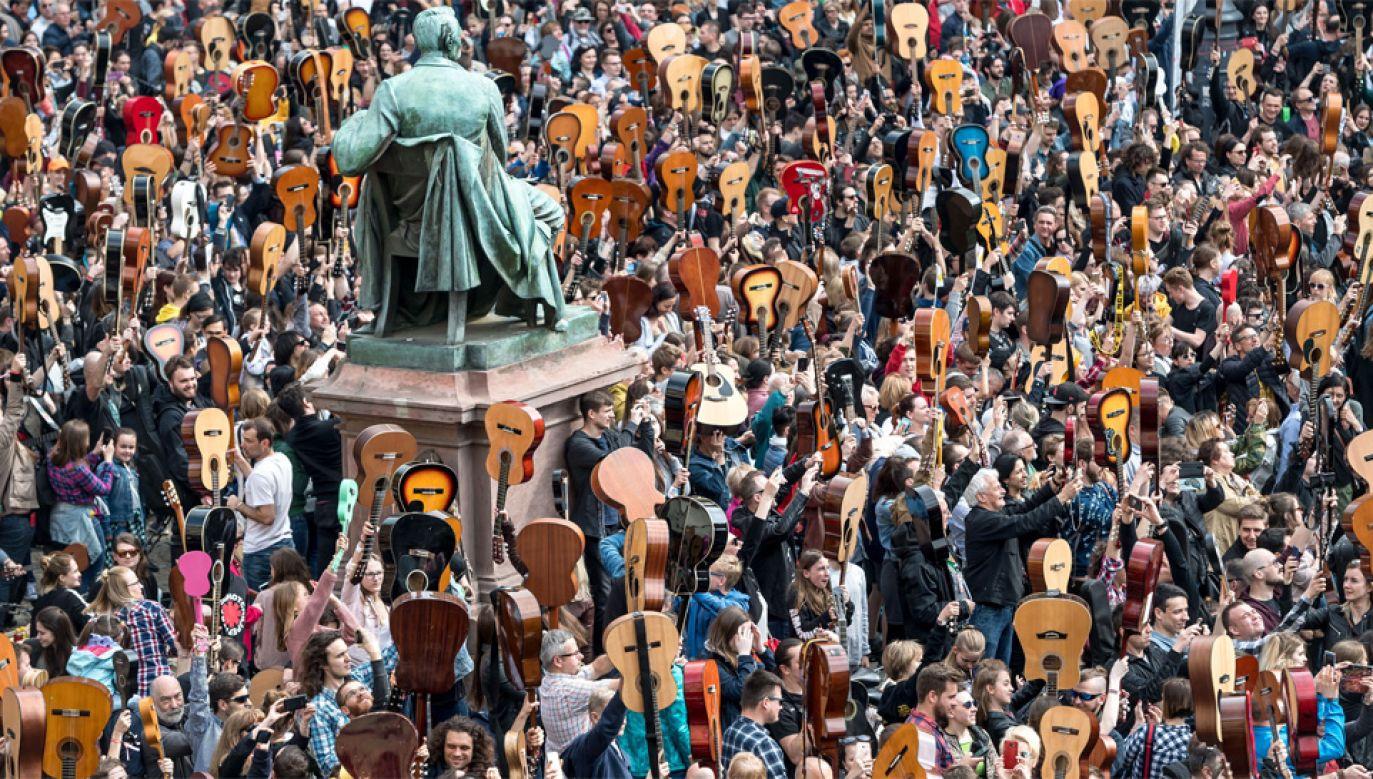 Gitarzystom udało się poprawić ubiegłoroczny rekord (fot. PAP/Maciej Kulczyński)