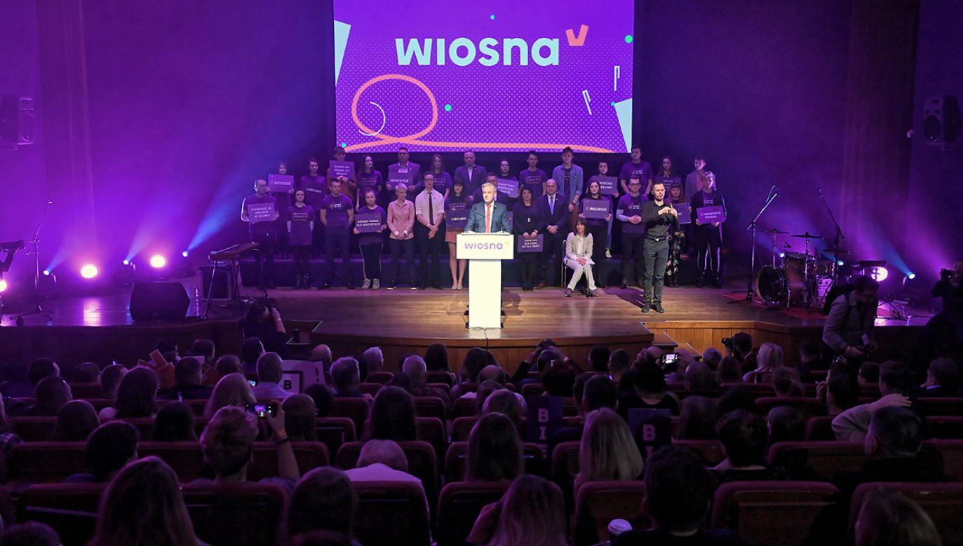 Robert Biedroń byłby naturalnym kandydatem Wiosny w wyborach prezydenckich – ocenił sekretarz partii (fot. PAP/Wojciech Pacewicz)