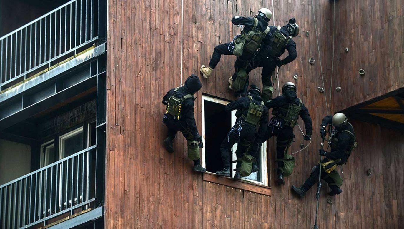 Ćwiczenia funkcjonariuszy Biura Operacji Antyterrorystycznych KGP (fot. arch. PAP/Jakub Kamiński)