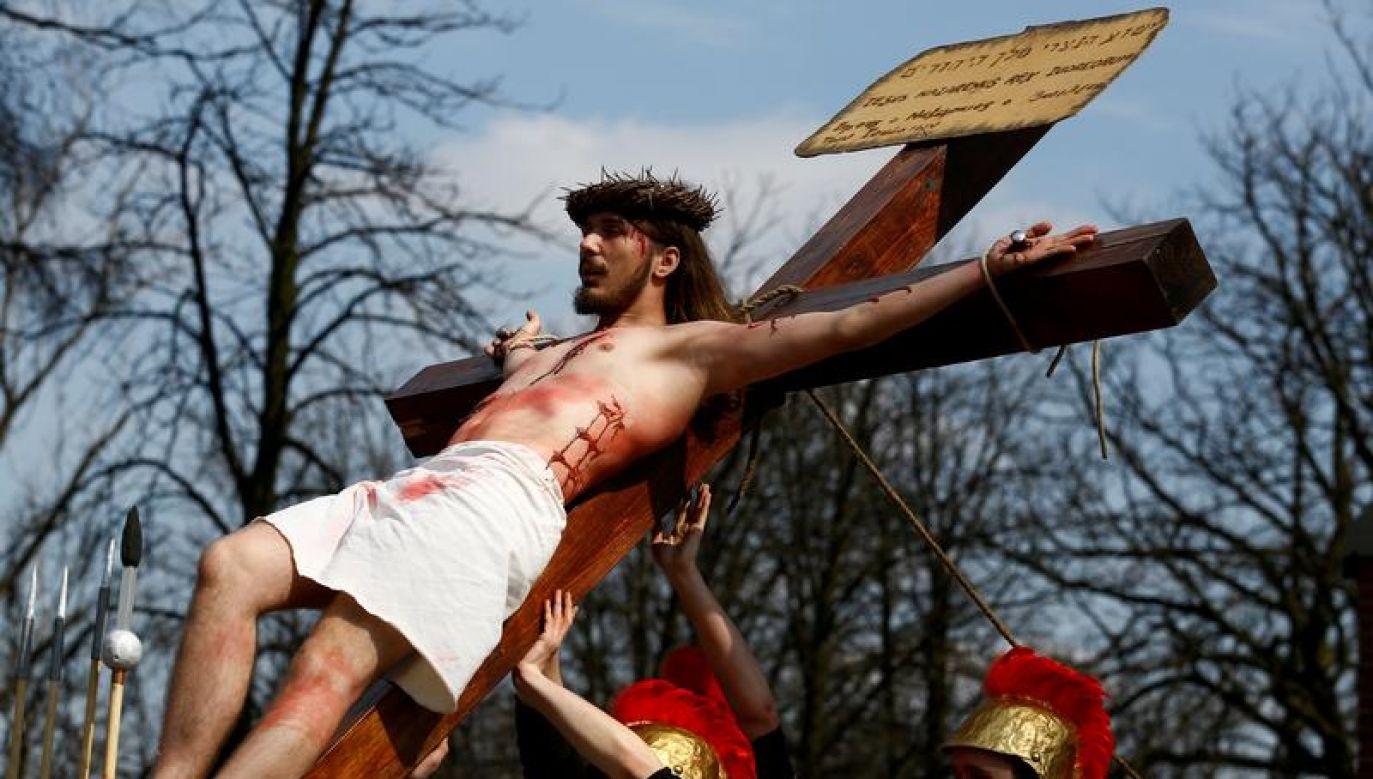 Wielki Piątek przeżywany jest jako dzień żałoby (fot. REUTERS/Kacper Pempel)