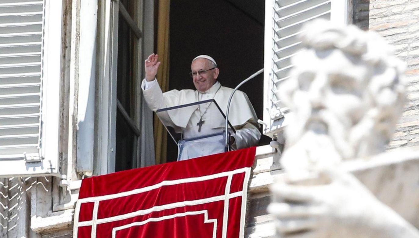 Franciszek modlił się także w intencji ofiar powodzi w Indiach (fot. PAP/EPA/GIUSEPPE LAMI)