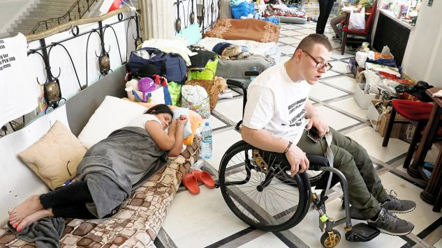 Protest opiekunów osób niepełnosprawnych i ich podopiecznych trwa od 18 kwietnia (fot. PAP/Tomasz Gzell)