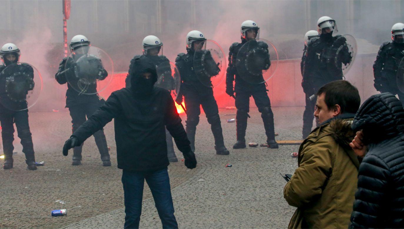 W demonstracji, która zakończyła się zamieszkami wzięło udział około 5,5 tys. osób (fot. PAP/EPA/JULIEN WARNAND)