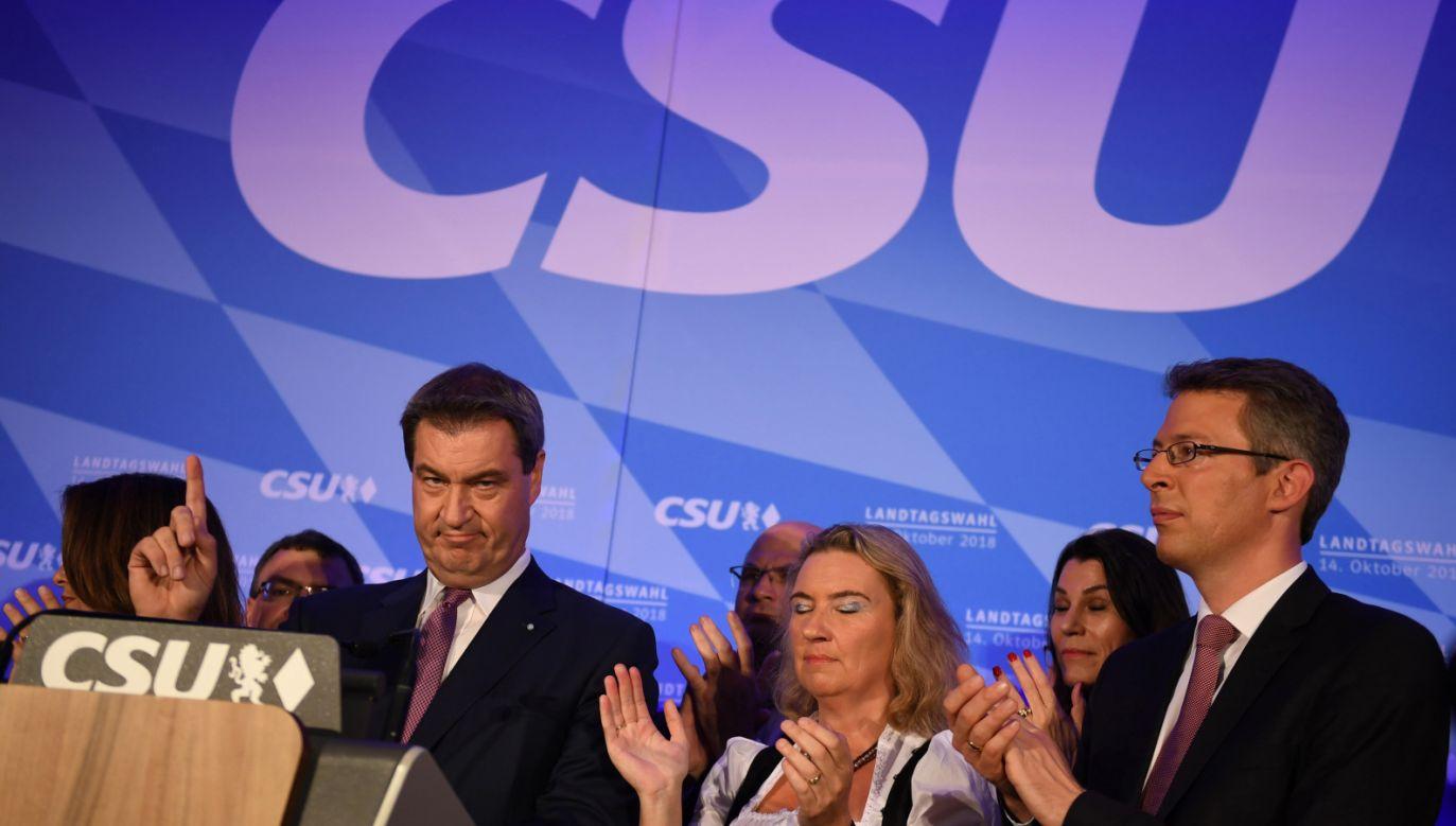 Jeśli sondaże się potwierdzą, chadecy uzyskali w wyborach regionalnych najgorszy wynik od 68 lat. Na zdjęciu premier Bawarii Markus Soeder (fot. PAP/EPA/DANIEL KOPATSCH)