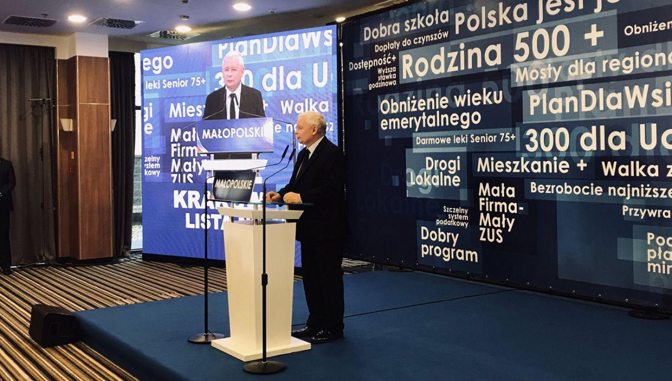"""Jak podkreślił prezes PiS, samorząd jest """"oczywistą częścią systemu demokratycznego"""" (fot. TT/@pisorgpl)"""