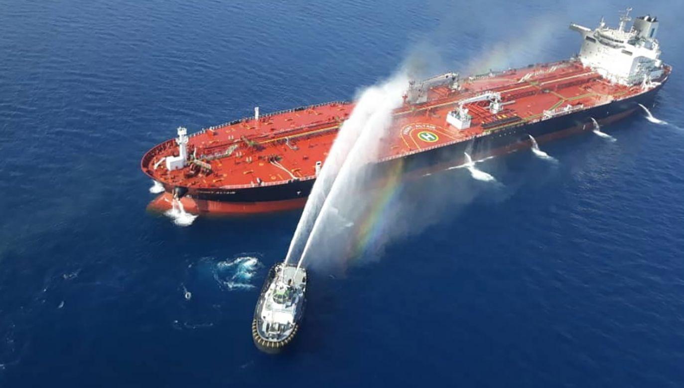 Centralne Dowództwo ujawniło również zdjęcia, na których widać minę przyczepioną do burty statku (fot. PAP/EPA/STR)