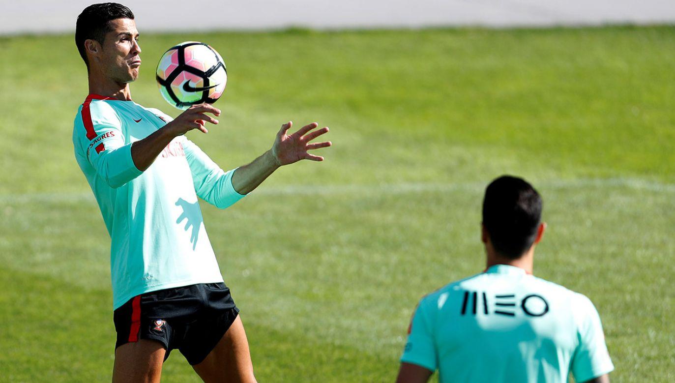 Cristiano Ronaldo wraz ze swoją reprezentacja mają szanse na końcowy sukces (fot. REUTERS/Rafael Marchante)