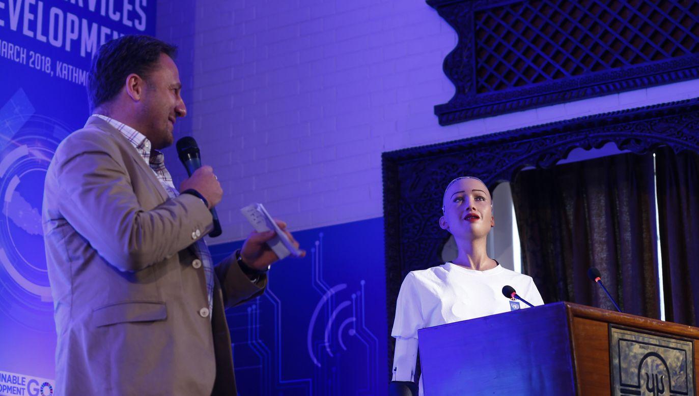 Sophia ma już za sobą wiele publicznych wystąpień (fot. arch. PAP/EPA/NARENDRA SHRESTHA)