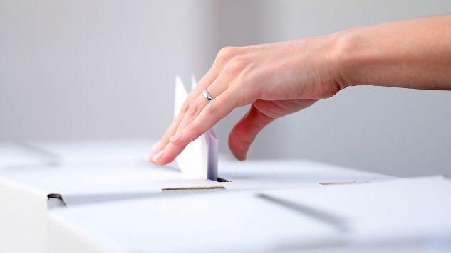 21 października I tura wyborów samorządowych (fot. Shutterstock/Damir Sencar)