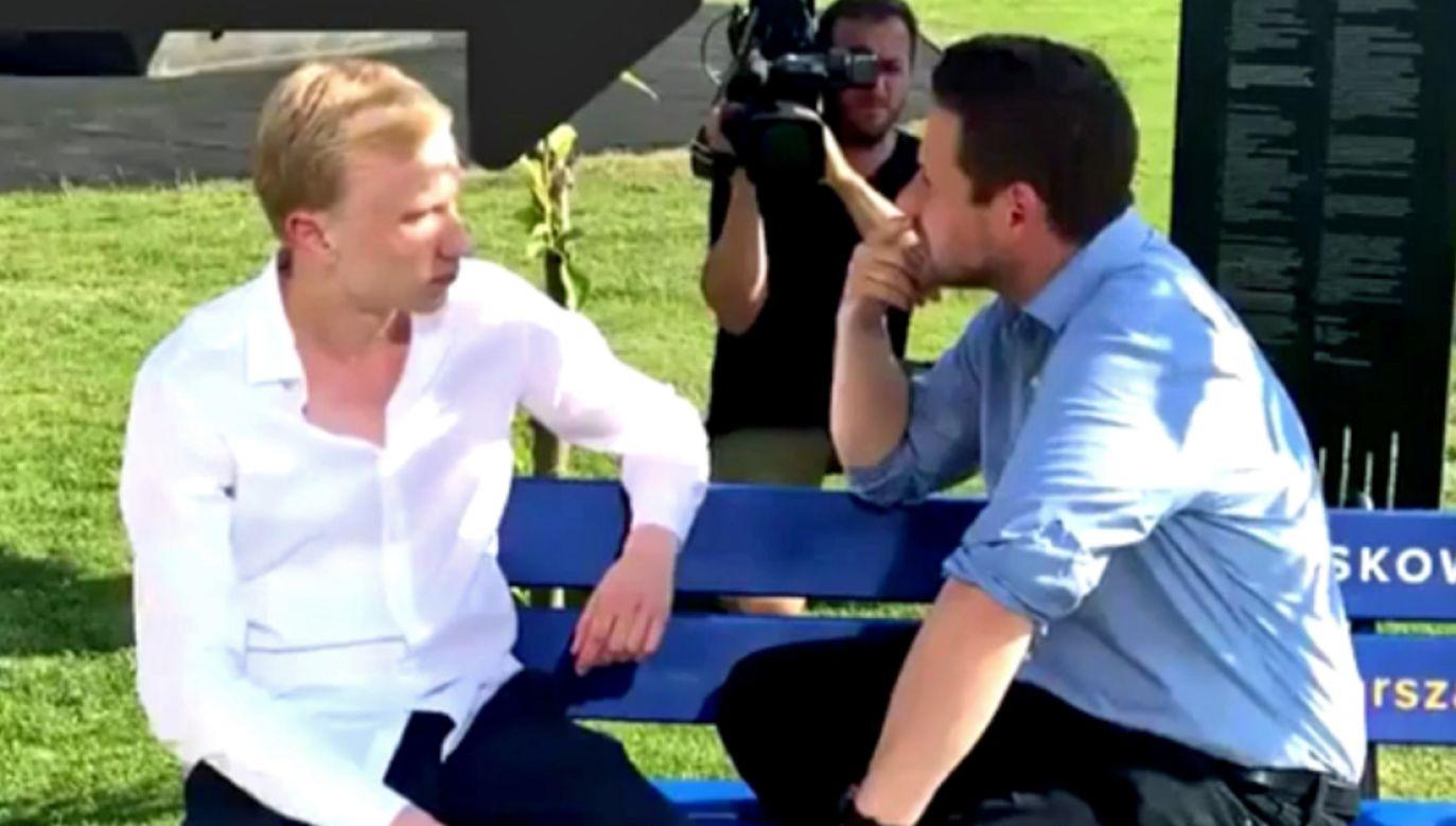 """Rozmowa na """"ławce Rafała"""" (fot. Twitter/Matecki)"""