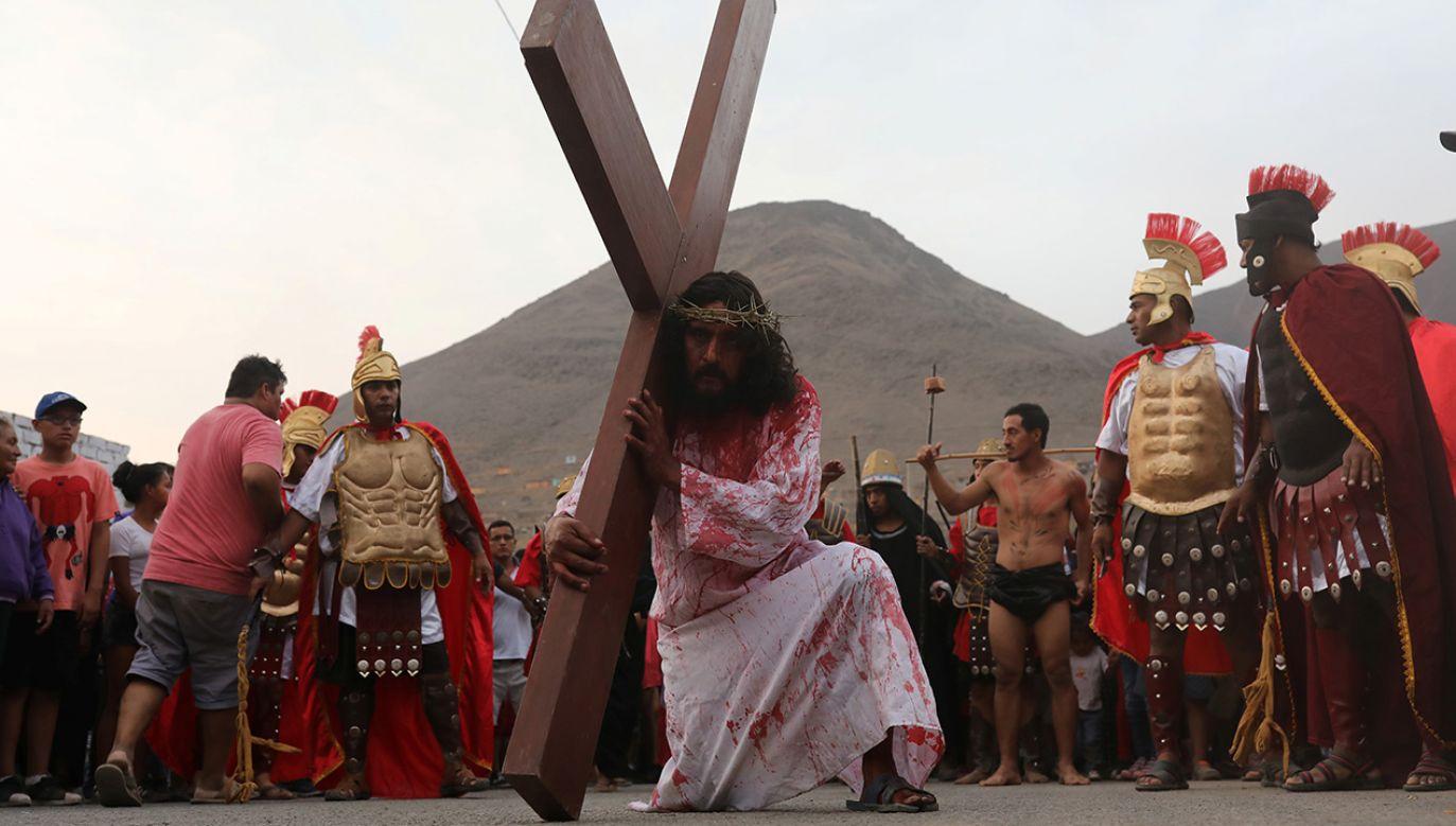 Aktor wciela się w postać Jezusa Chrystusa podczas Drogi Krzyżowej w Peru (fot. REUTERS/ Guadalupe Pardo)