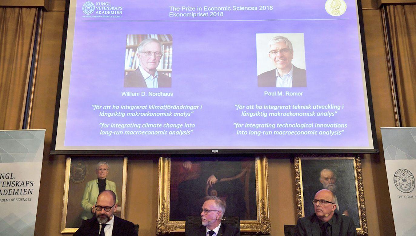 William D. Nordhaus i Paul M. Romer to laureaci Nagrody Nobla (fot. PAP/EPA/HENRIK MONTGOMERY)