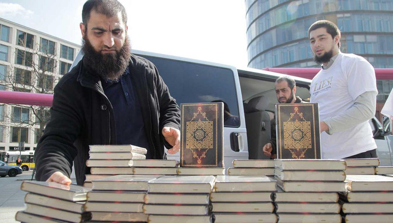 Wiadomo że dwaj bracia z Wiesbaden byli związani ze społecznością islamskich salafitów (fot. REUTERS/Tobias Schwarz)