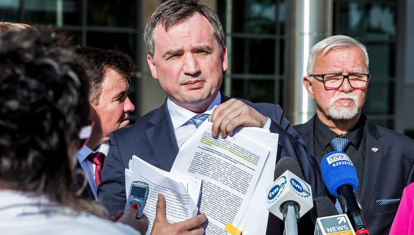 """""""Chcemy przestrzegać prawa Unii Europejskiej"""" – podkreślił minister Ziobro (fot. PAP/Maciej Goclon)"""