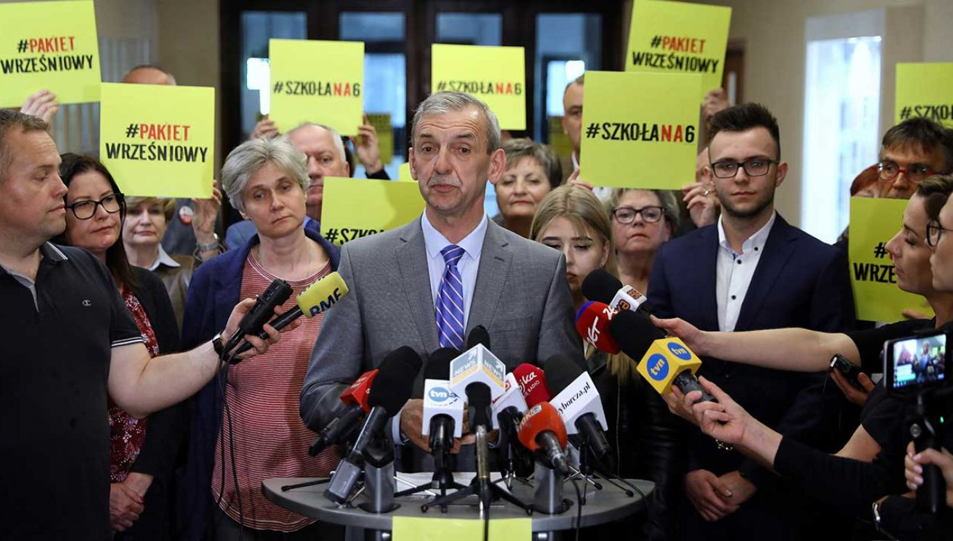ZNP zawiesza strajk nauczycieli (fot. PAP/Rafał Guz)