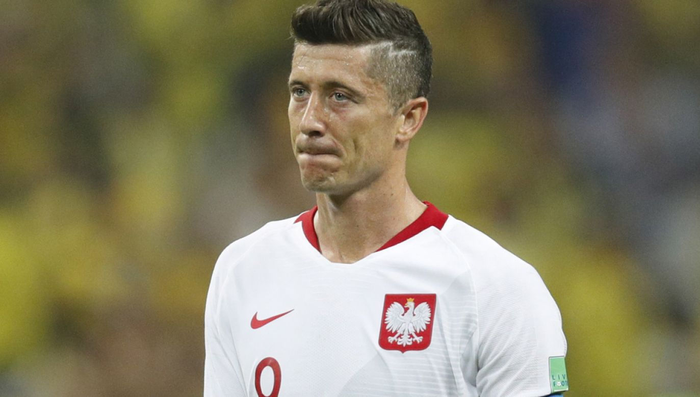 Robert Lewandowski po przegranym meczu w Kazaniu (fot. PAP/EPA/ROBERT GHEMENT)