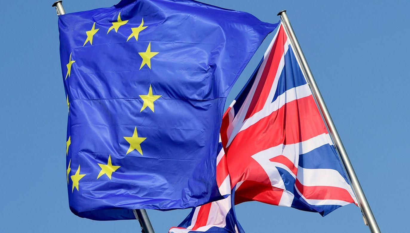Gazeta zwraca uwagę, że po ewentualnym twardym brexicie konieczne będzie zawarcie regulującej te kwestie umowy dwustronnej z Wlk. Brytanią (fot. PAP/EPA/CLEMENS BILAN)