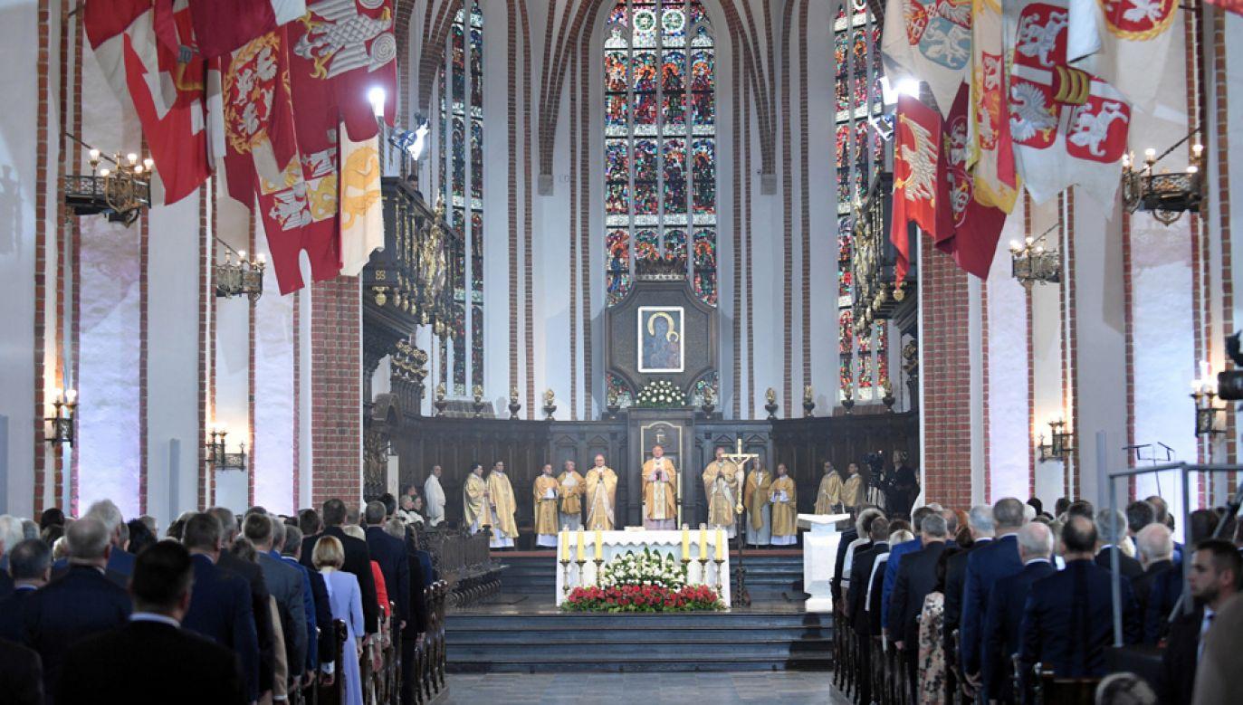 Msza św. w bazylice archikatedralnej poprzedziła obrady Zgromadzenia Narodowego (fot. PAP/Marcin Obara)