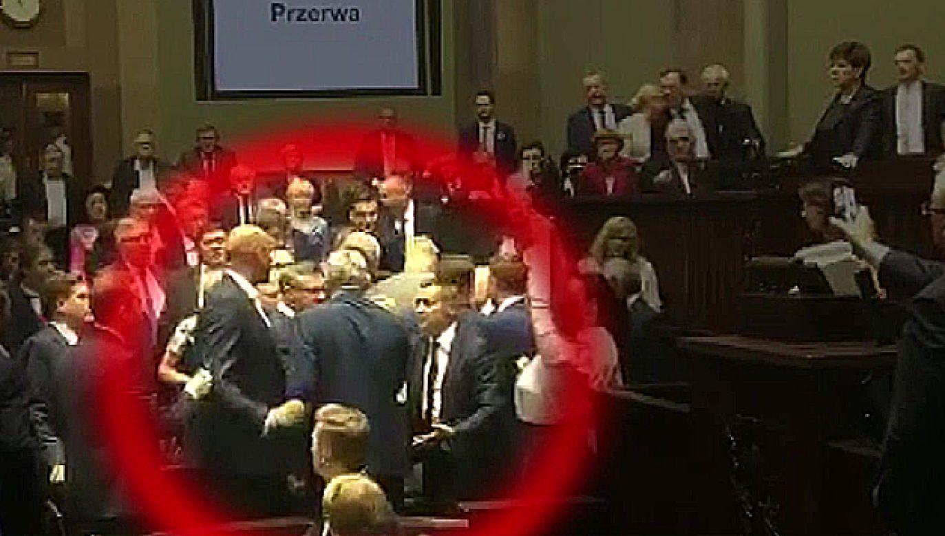 Do incydentu doszło podczas ubiegłorocznej debaty nad projektem ustawy o Sądzie Najwyższym w Sejmie (fot. TVP Info)