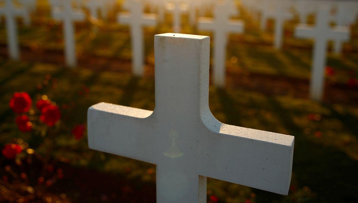 We Francji każdego dnia dochodzi do aktów wandalizmu w kościołach i na cmentarzach (fot. REUTERS/Christian Hartmann, zdjęcie ilustracyjne)