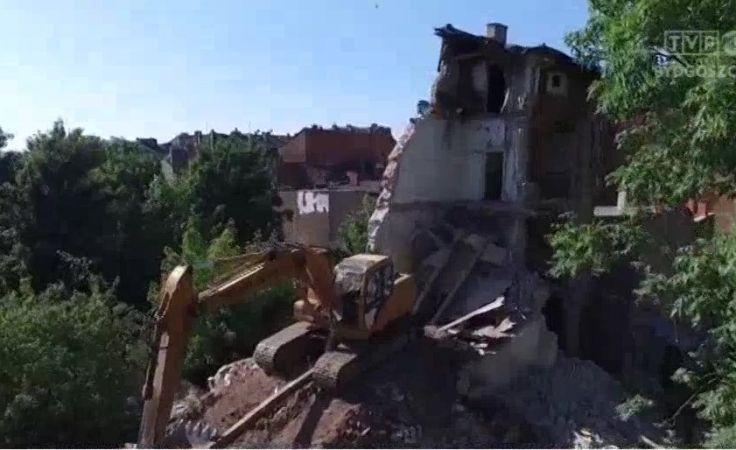 Zawaliła się ściana i strop pustostanu we Włocławku