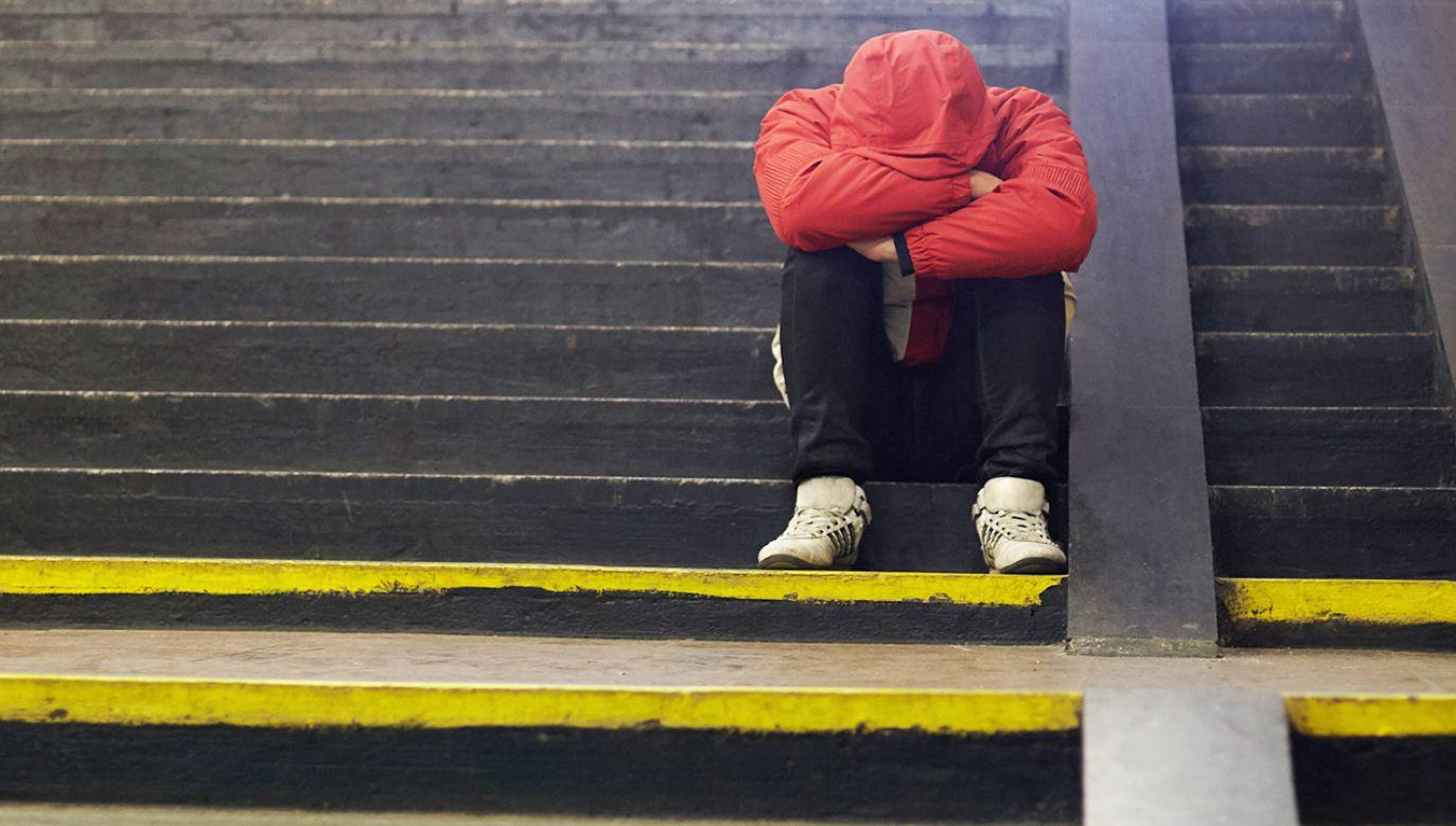 Bezdomność to przede wszystkim samotność, dlatego gościom namiotu zależy na spotkaniu z drugim człowiekiem (fot. Shutterstock/Roman Bodnarchuk, zdjęcie ilustracyjne)
