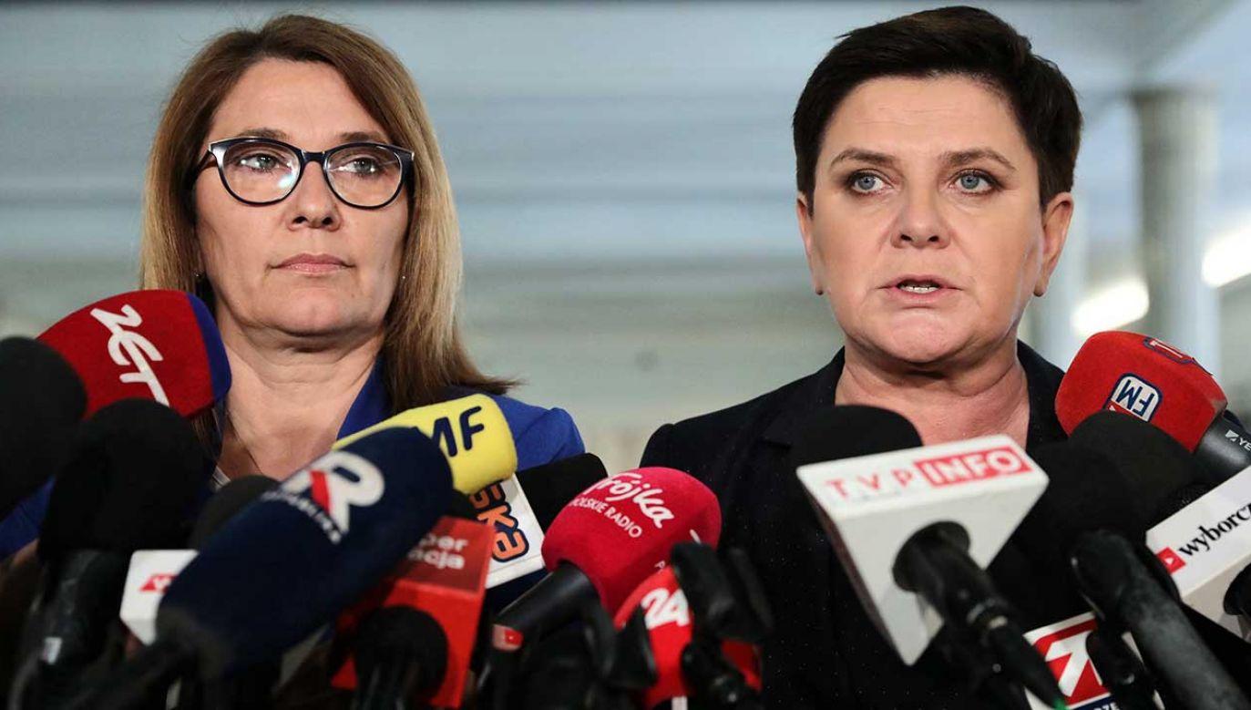 Rzecznik PiS Beata Mazurek i wicepremier Beata Szydło (fot. arch. PAP/Tomasz Gzell)