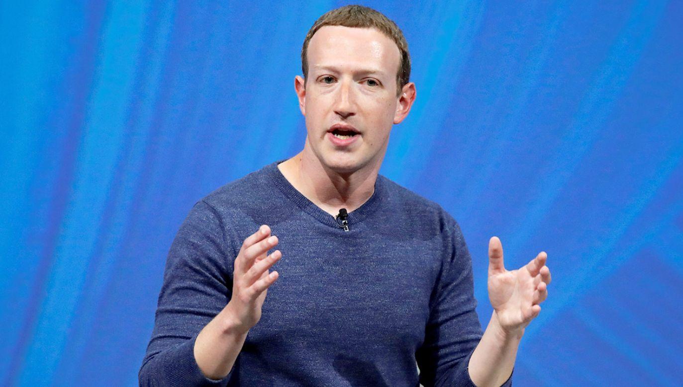 Według szefa Facebooka obraźliwe treści niekoniecznie są usuwane, chyba że krzywdzą lub atakują jakąś osobę (fot. REUTERS/Charles Platiau)
