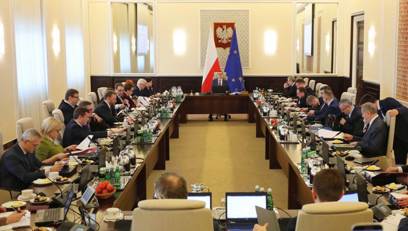 W marcu poparcie dla rządu wyraża 40 proc. badanych (fot. PAP/Paweł Supernak)