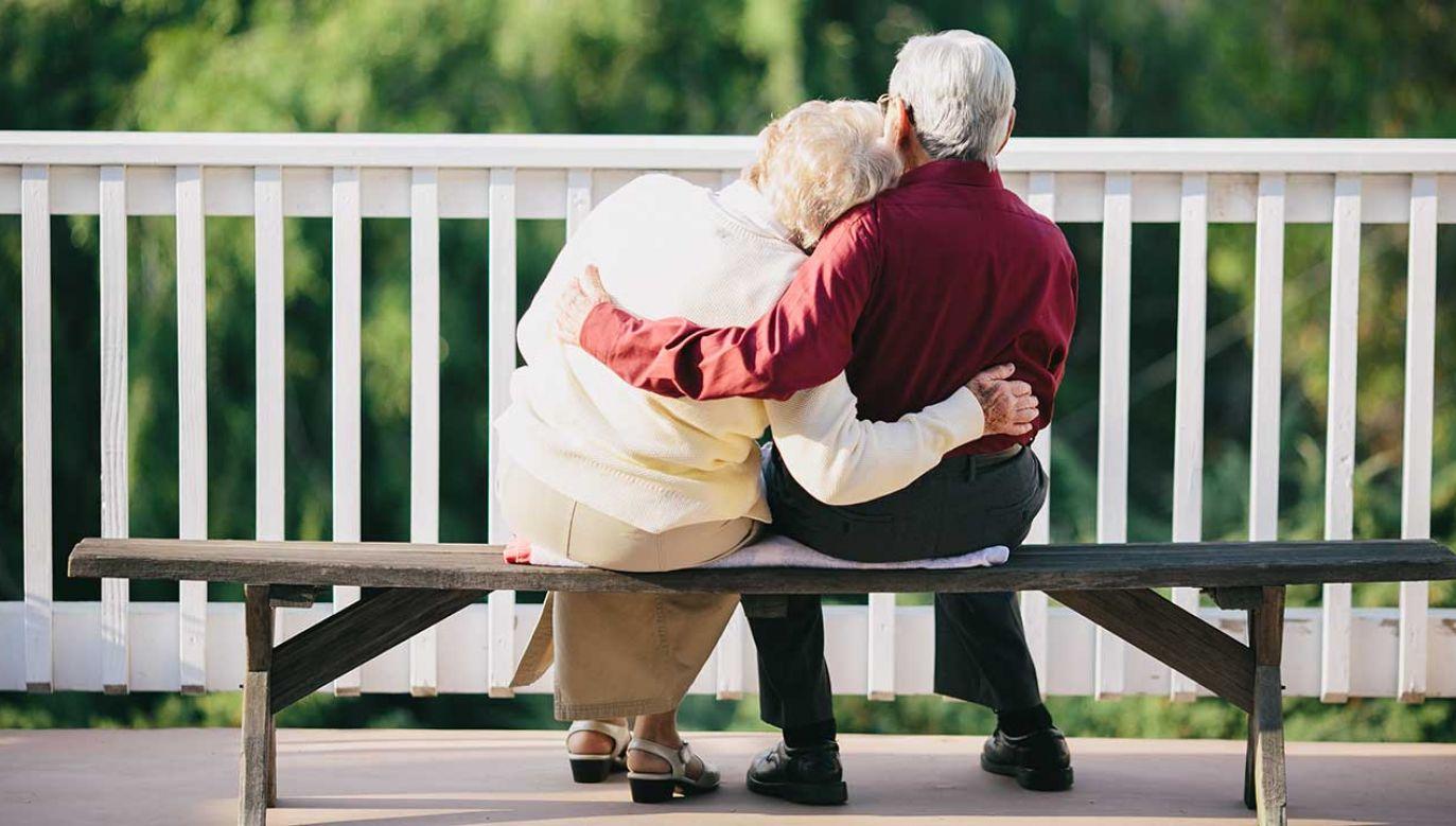 Z danych ZUS pokazujących, kto i jak długo korzysta z emerytury, wynika, że średnia dla ogółu wynosi nieco ponad 18 lat (fot. Shutterstock/Matthew Nigel)