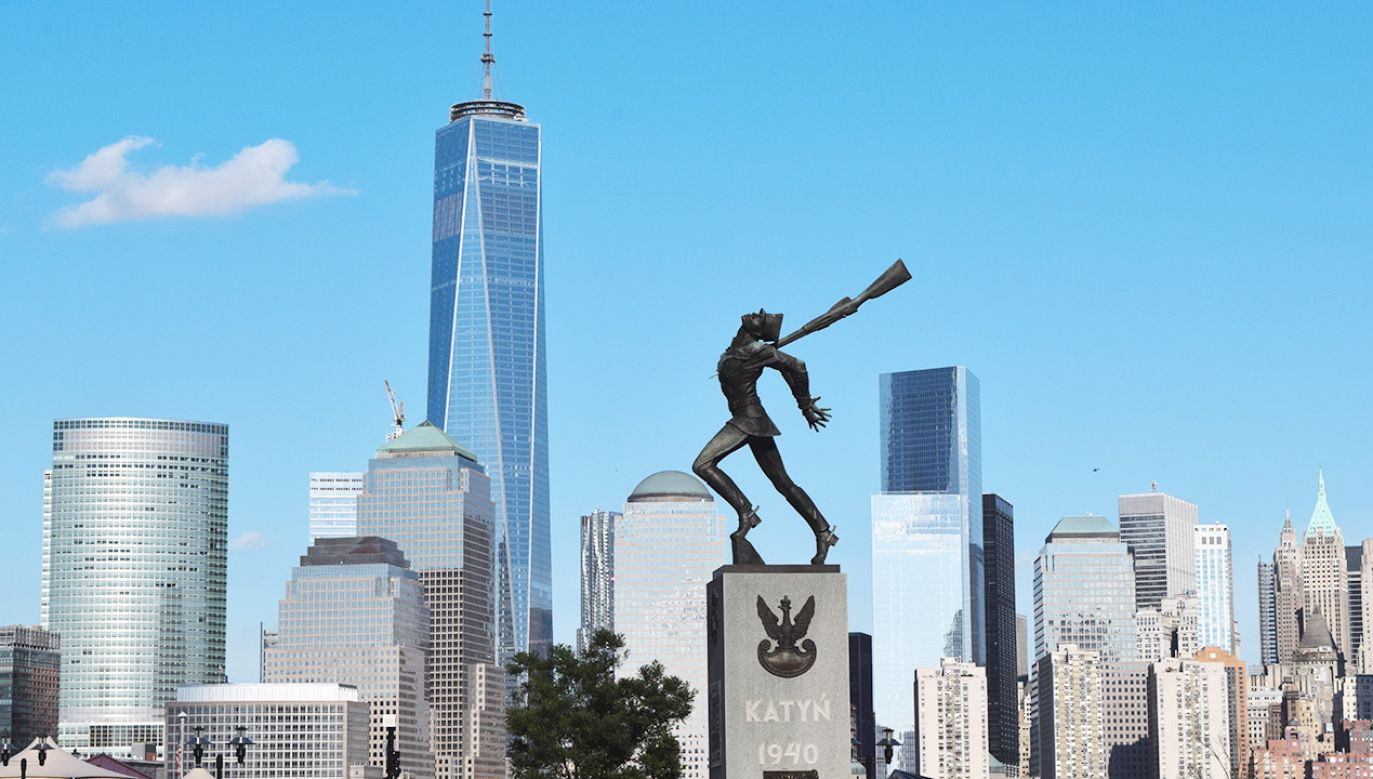 Pomnik Katyński w Jersey City odsłonięty 19 maja 1991 roku (fot. Shutterstock/Evan El-Amin)