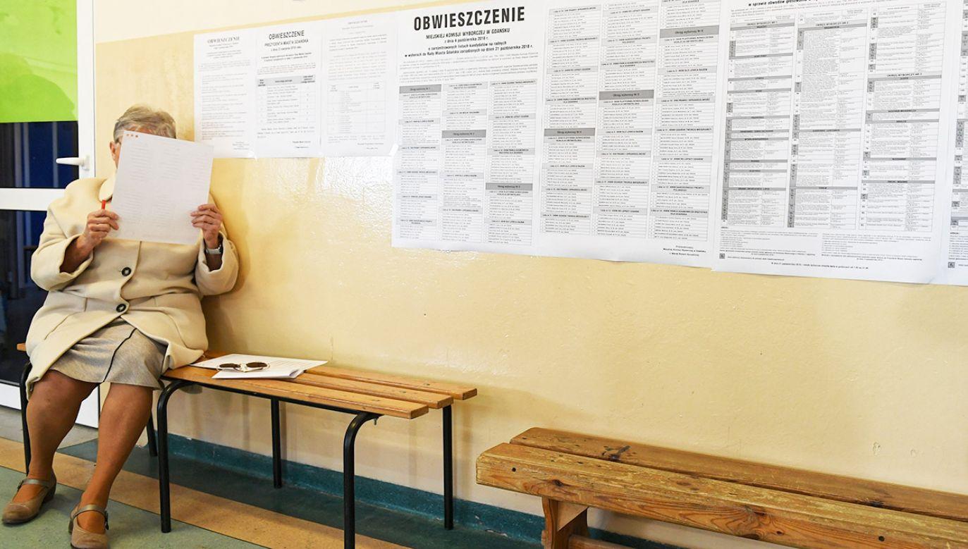 RKW zanotował ponad 1000 zgłoszeń o nieprawidłowościach podczas niedzielnego głosowania (fot. PAP/Adam Warżawa)