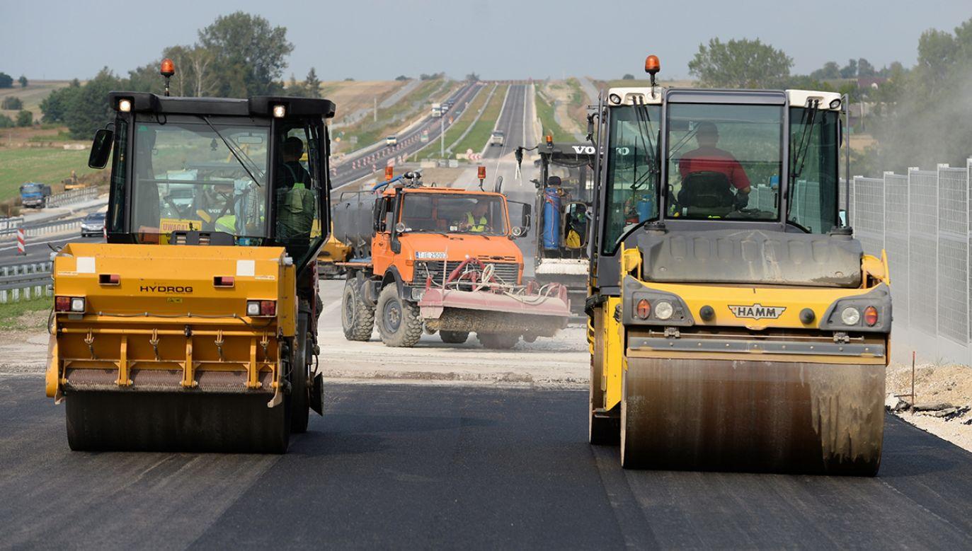 Konsorcjum zaoferowało wykonanie zadania w ciągu 47 miesięcy za kwotę prawie 1,3 mld zł (fot. arch. PAP/Piotr Polak)