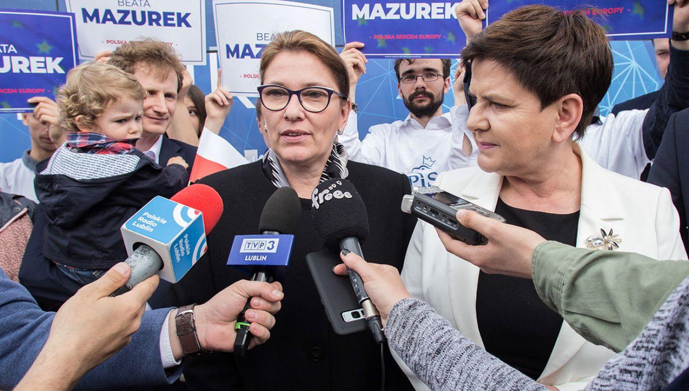 Beata Mazurek i Beata Szydło (fot. PAP/Wojtek Jargiło)