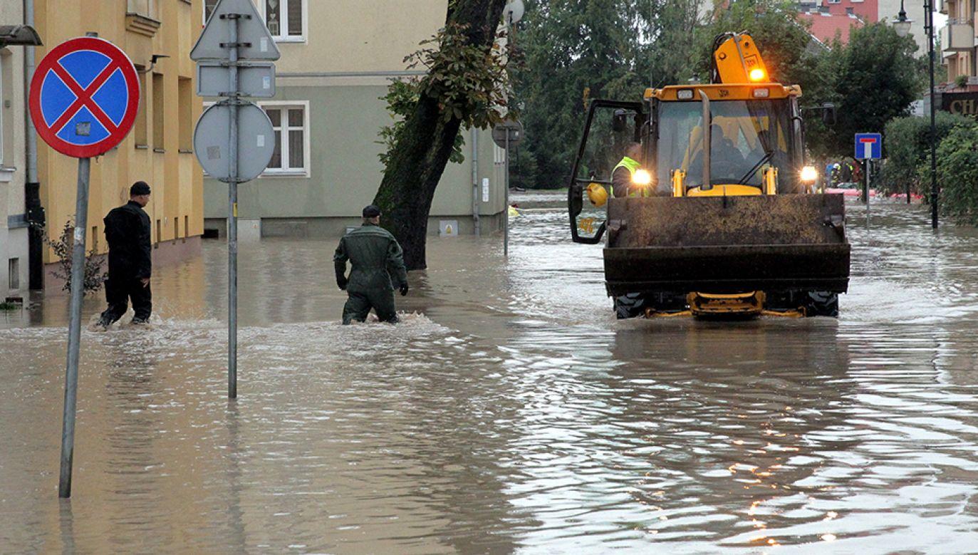 W wyniku podtopień bardzo ucierpiał Elbląg (fot. PAP/Tomasz Waszczuk)