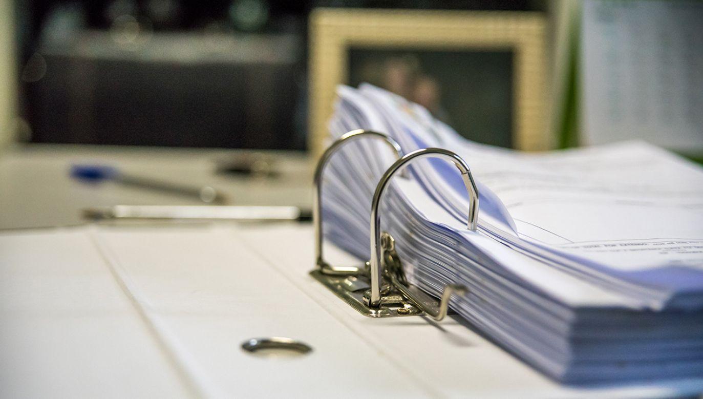 Kobieta prowadziła rachunki kasy zapomogowo-pożyczkowej Sądu Okręgowego w Koszalinie (fot. Shutterstock/Elton Abreu)