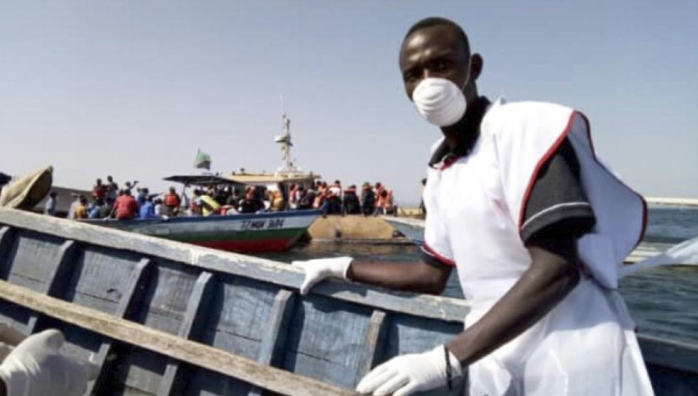 Akcja poszukiwawcza jest kontynuowana   (fot. PAP/EPA/TANZANIA RED CROSS / HANDOUT)