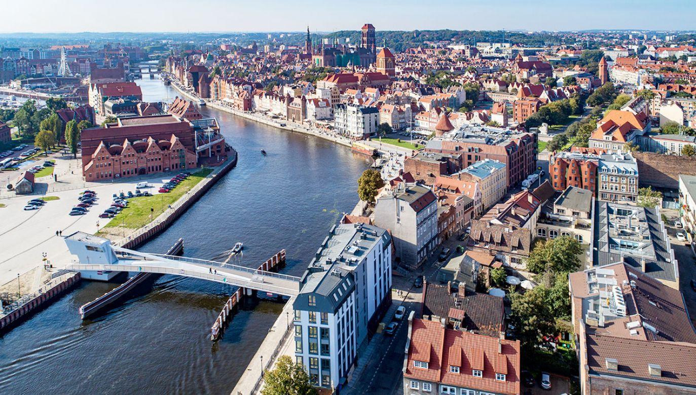 Postanowieniem gdańskiego sądu przywrócono możliwość wykonywania zawodu notariuszom, którzy mieli brać udział w lichwie (fot. Shutterstock/Nahlik)