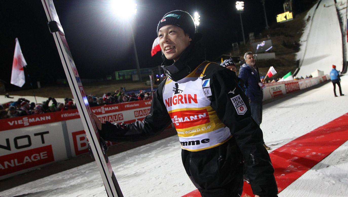 Japończyk zdecydowanie prowadzi w klasyfikacji generalnej PŚ (fot. PAP/EPA/ANDREA SOLERO)