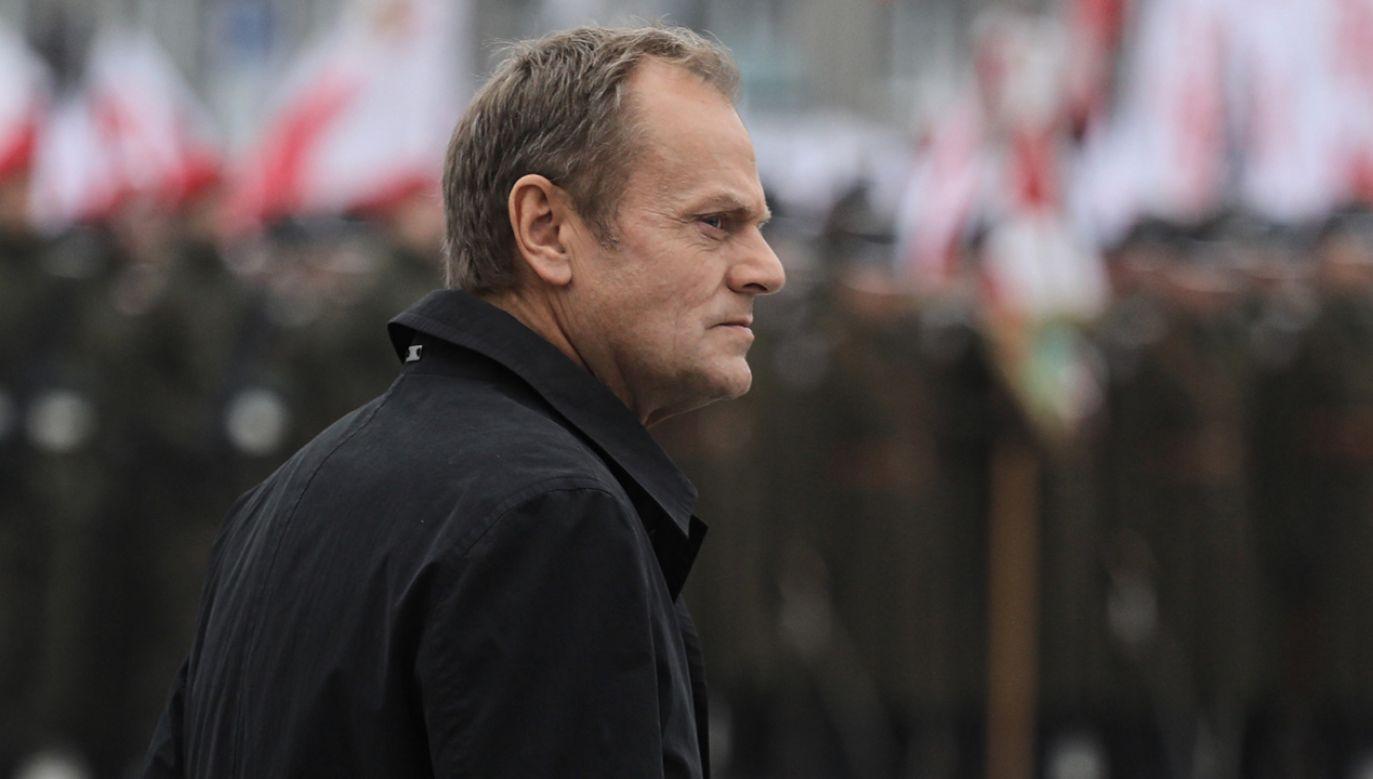 Przewodniczący Rady Europejskiej, były prezes Rady Ministrów Donald Tusk uczestniczy w uroczystej odprawie wart przed Grobem Nieznanego Żołnierza, w ramach obchodów Święta Niepodległości (fot. PAP/Paweł Supernak)