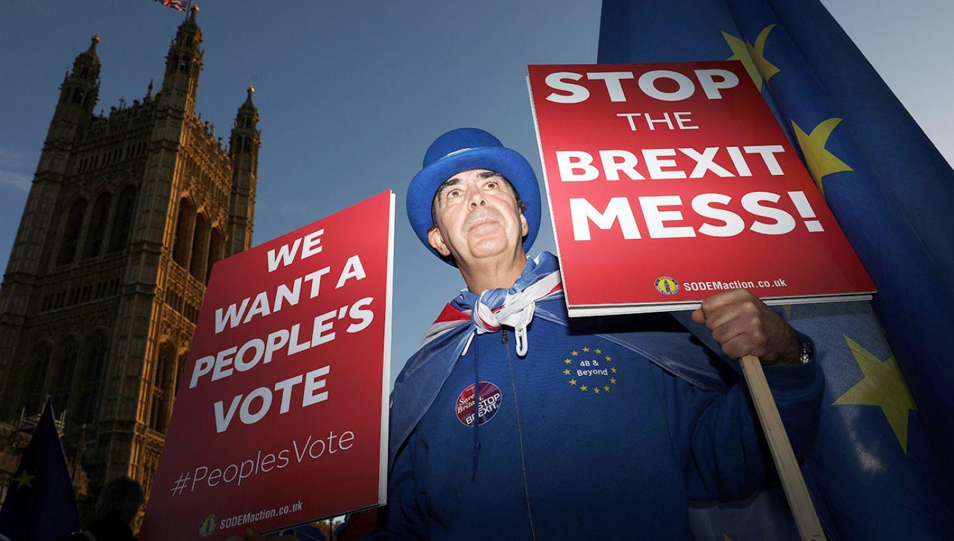 Porozumienie musi być jeszcze zaakceptowane w brytyjskim parlamencie (fot. REUTERS/Simon Dawson)