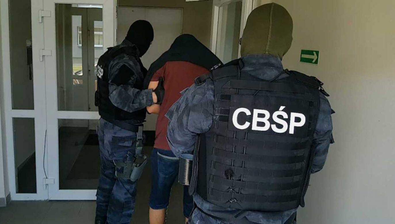 W ostatnim czasie funkcjonariusze zatrzymali w Polsce mężczyznę, który według śledczych może być jednym z rezydentów grupy na teren Hiszpanii (fot. cbsp.policja.pl)