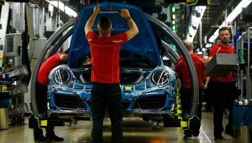 Zdaniem prezydenta USA import niemieckich samochodów zagraża bezpieczeństwu narodowemu (fot. REUTERS/Ralph Orlowski)