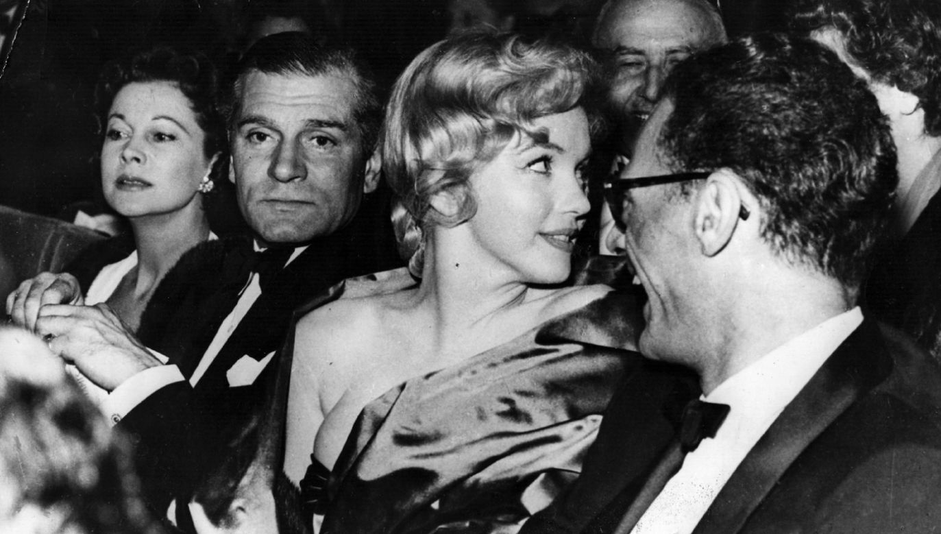 Rok 1956: Marilyn Monroe z mężem Arturem Millerem (P) oraz Laurence'm Olivierem i jego żoną Vivien Leigh (fot. Keystone/Getty Images)